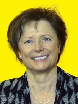 Frau Bettina Stumpf-Maroska